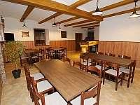 Velká společenská místnost - chalupa ubytování Šanov u Červené Vody