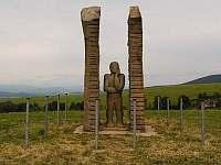 Chalupa Horní Orlice - socha Pozorovatele na Klášteře -