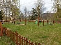 Okolí - dětské hřiště, Apartmán Mařinka 201 - Říčky v Orlických horách
