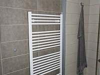 Apartmán 1+kk i 2+kk má samostatnou koupelnu s podlahovým a nástěnným vytápěním. - pronájem Říčky v Orlických horách