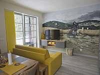 Apartmán 1+kk i 2+kk s ručními malbami na stěně - motiv Orlické hory, Říčky. -