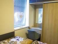 Apartmán 2+kk s ložnicí s vestavěnou skříní a s koutkem pro ženy. - Říčky v Orlických horách