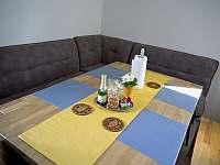 Apartmán 2kk, prostorný stul pro 6 osob. - k pronájmu Říčky v Orlických horách