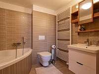 Koupelna v horním patře - Říčky v Orlických horách