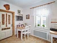 Malý stůl v kuchyni - Osečnice