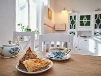 Ráno vás vítá sluníčkem v kuchyni - pronájem chalupy Osečnice