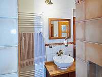 Vyhřívaná podlaha, topný žebřík a přímotop v koupelně - Osečnice