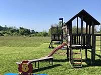 Dětské hřiště 250m od apartmánu - k pronájmu Jizbice u Náchoda