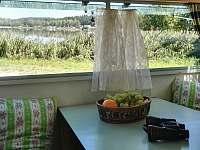 Pohled z okna přívěsu na Vřešťovák - pronájem apartmánu Habřina