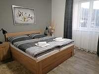 Ložnice - manželská postel - apartmán ubytování Červená Voda