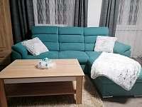 Obývací pokoj - sedací souprava - apartmán k pronajmutí Červená Voda