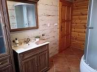 Koupelna dolní - pronájem chalupy Orlické Záhoří