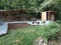Chatka č.3 vlastní ohniště a venkovní koupelna - k pronajmutí Olešnice v Orlických horách