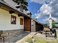 Vchod do chalupy - ubytování Říčky v Orlických horách