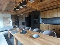 Společenská místnost - roubenka k pronajmutí Rokytnice v Orlických horách - Panské Pole