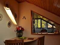 pohled z kuchyňe do obýváku - Horní Třešňovec