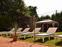 zahrada s lehátky - apartmán ubytování Horní Třešňovec