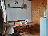 Jídelní kout - chata k pronajmutí Deštné v Orlických horách