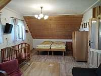 1. horní ložnice - chalupa k pronajmutí Osečnice -  Proloh