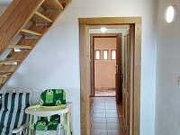 Vchod do domu - chalupa k pronájmu Osečnice -  Proloh