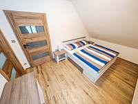 Ložnice v patře - chalupa k pronajmutí Říčky v Orlických horách