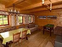 Společenská místnost - srub ubytování Dolní Morava