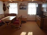 Kuchyňe s jídelním koutem apartmánu č.6