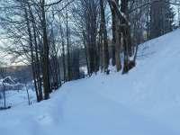 Zasněžená chalupa Švýcarka - soukromá příjezdová cesta