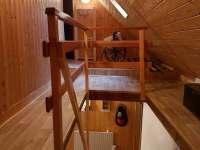 chodba patro - vstup do ložnic - Olešnice v Orlických horách