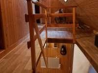 schody z chodby - Olešnice v Orlických horách