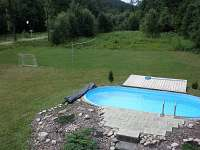 bazén a hřiště - chata k pronajmutí Souvlastní
