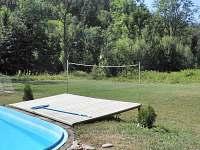 ležení u bazénu - chata k pronájmu Souvlastní