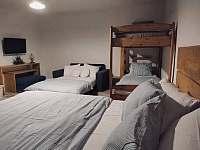 """pokoj """"Olše"""" rozloženy gauč 6 míst na spaní - chalupa ubytování Bartošovice v Orlických horách"""