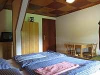Pokoj 4 - 3 lůžka - manželská postel a samostatné lůžko