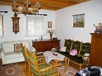 Obývací pokoj přízemí - chalupa k pronájmu Opočno