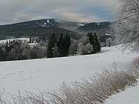 zimní pohled na sjezdovku - apartmán k pronájmu Říčky v Orlických horách