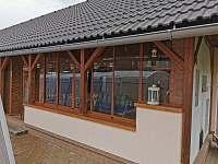 Grilování v zasklené terase je možné za každého počasí - Písečná