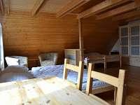 Horní ložnice velká - pronájem chalupy Heřmanice u Králik