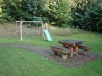 Posezení a dětské hřiště