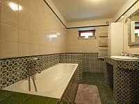 Chalupa Pěčín 25, koupelna s vanou - ubytování Pěčín