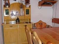 společenská místnost - chalupa ubytování Sedloňov