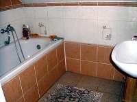 Koupelna podkroví. - chalupa k pronajmutí Bohdašín