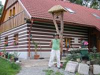 Zvonička před domem.