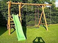 Dětské hřiště - pronájem chaty Červená Voda