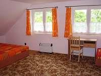 druhá ložnice v podkroví - chalupa k pronajmutí Červená Voda