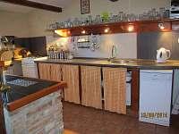 Spolešná kuchyně v baru - chalupa ubytování Zdobnice - Souvlastní