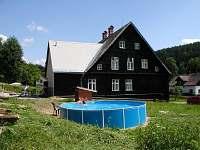 zahrada s bazénem - chalupa ubytování Červená Voda - Moravský Karlov