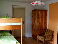 Ložnice 1 s patrovou postelí - chalupa k pronájmu Těchonín