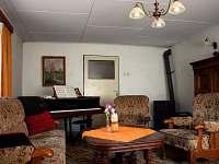 Obývací pokoj - chalupa k pronajmutí Těchonín