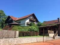 Pohled z tenisového kurtu - ubytování Kunvald